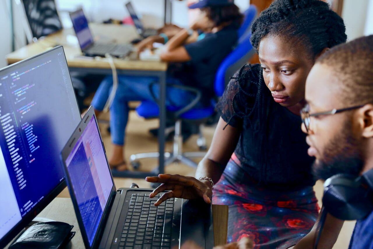 【現役エンジニアが伝授!】文系エンジニアが海外で就職するためのステップ3選