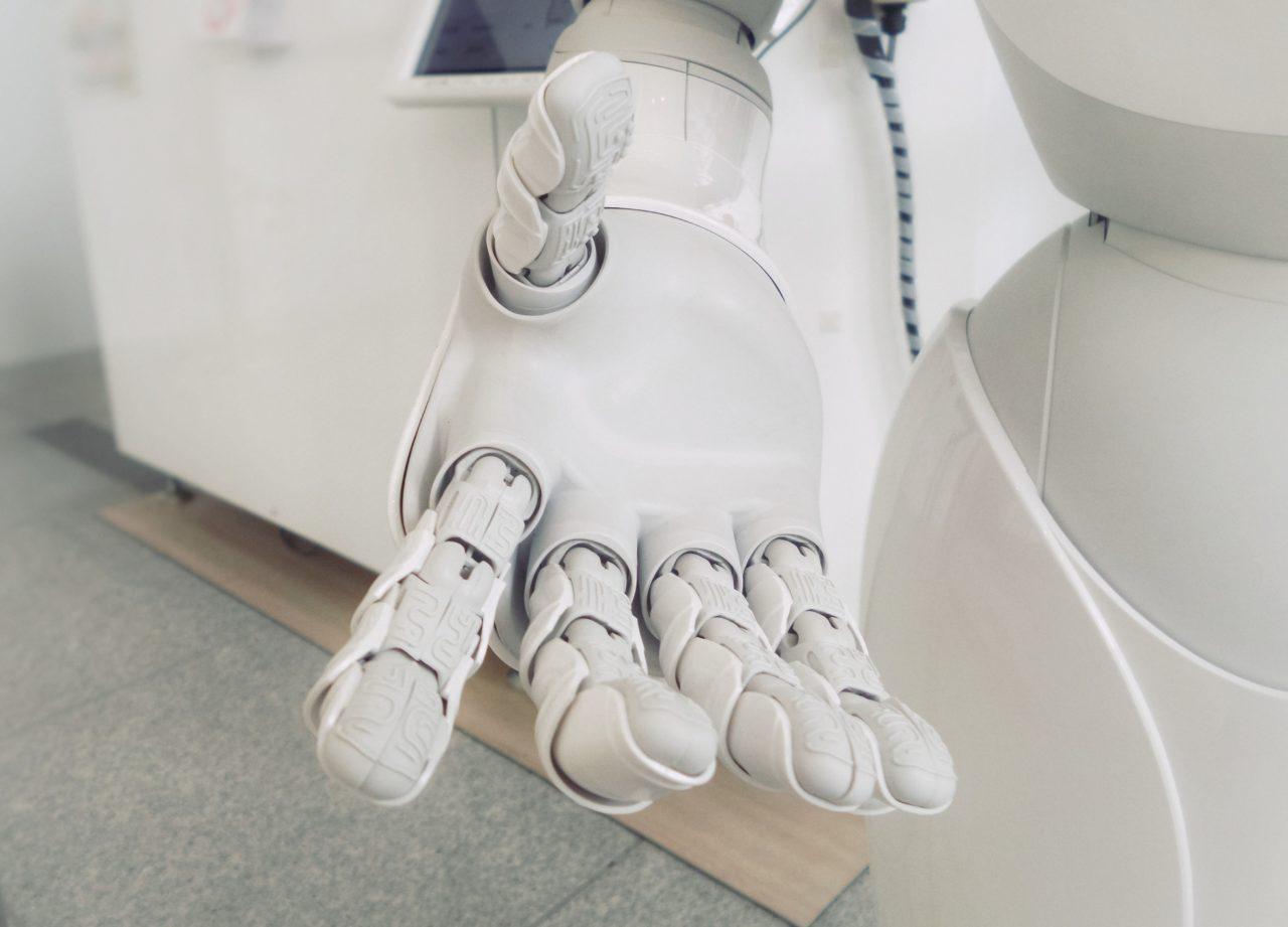 人工知能(AI)の到来で無くなる職業と新たに生まれる仕事とは?