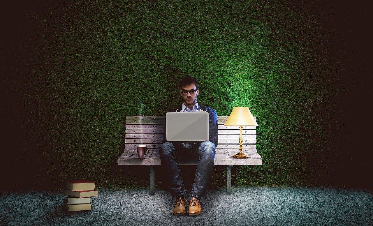 HTMLを独学で学んでプロレベルに!必要な勉強量とその方法