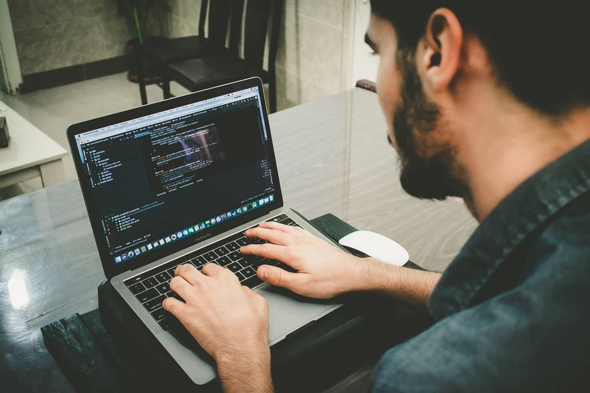 【これだけでわかる】Pythonプログラマーの仕事内容・年収・需要・なり方の網羅的解説!