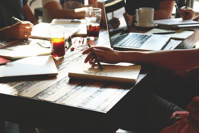 デザインを勉強したい社会人の方へ「効率的な勉強法」を解説!